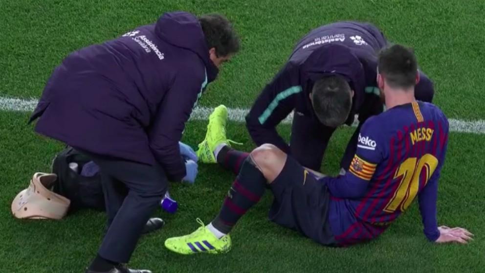 Messi, atendido por sus molestias.