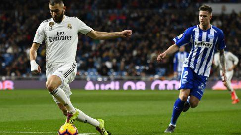 Benzema, protagonista en el duelo contra el Alavés. (AFP)