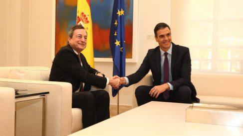 El presidente del BCE, Mario Draghi, y el presidente del Gobierno, Pedro Sánchez. EUROPA PRESS