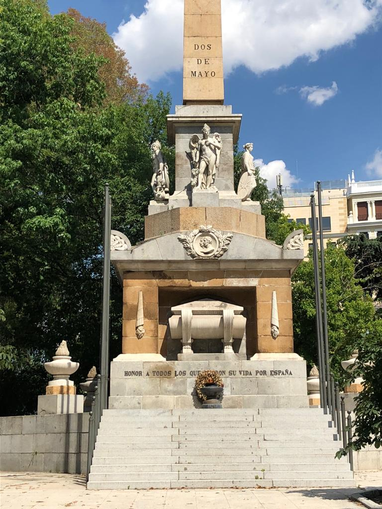 Carmena permite el robo y ultraje a monumentos de héroes de la historia de España