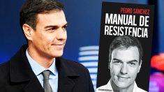 Pedro Sánchez y la portada de su libro, 'Manual de resistencia'.