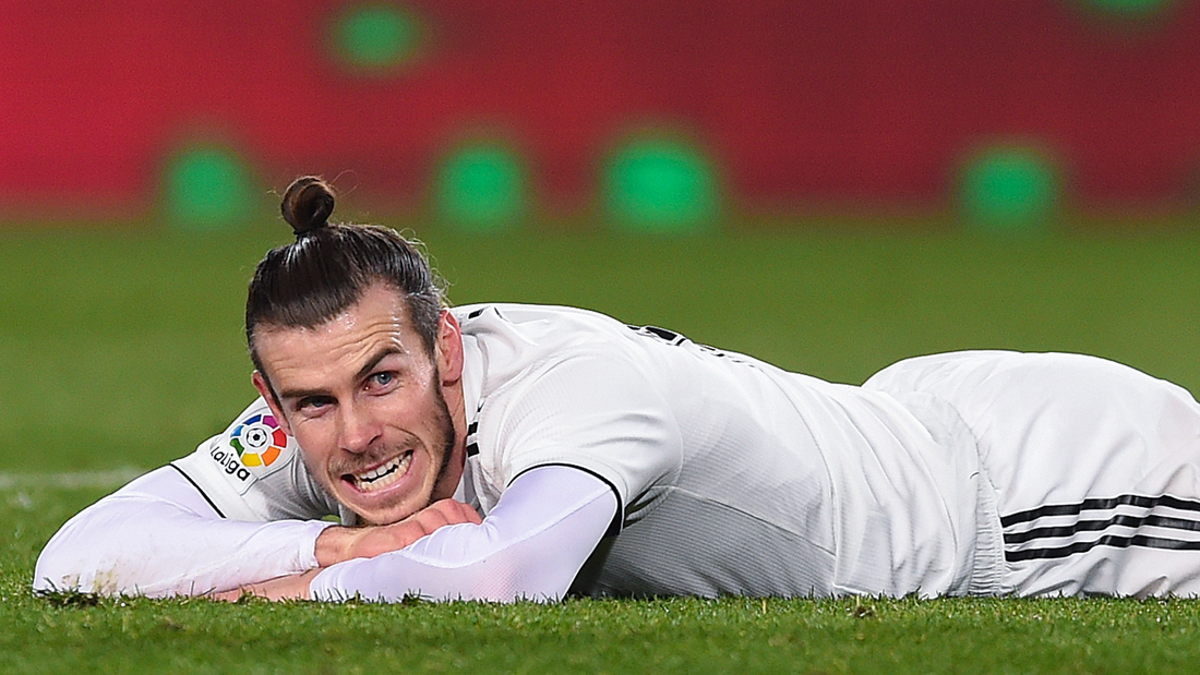 Bale, tras fallar una ocasión clara ante el Barcelona (Getty).