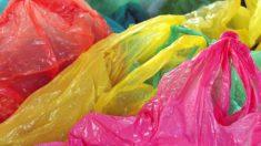 Cómo hacer un bolso con bolsas de plástico paso a paso