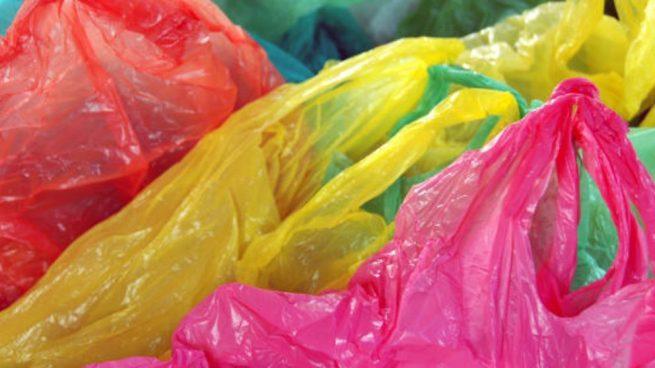 bolso con bolsas de plástico
