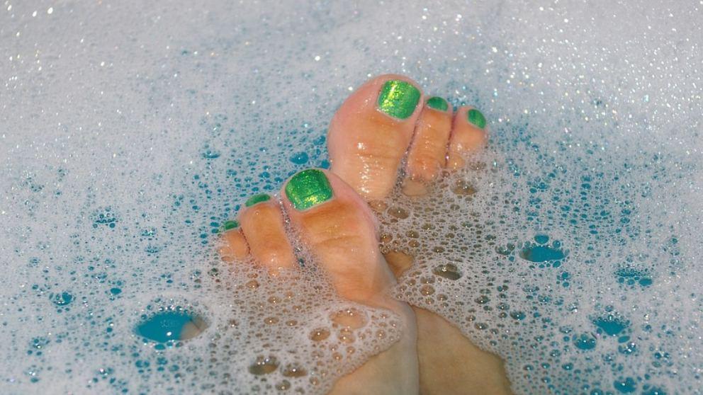 Descubre por qué la espuma es siempre blanca, aunque el jabón sea de color