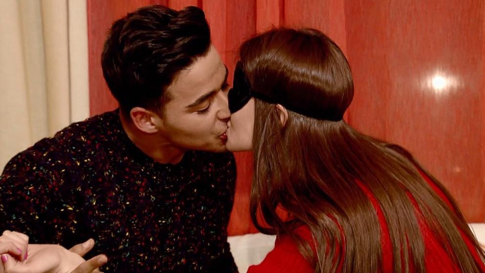 Noelia y Manu se besaron en su cita de 'MYHYV'. (Foto: Cuatro)