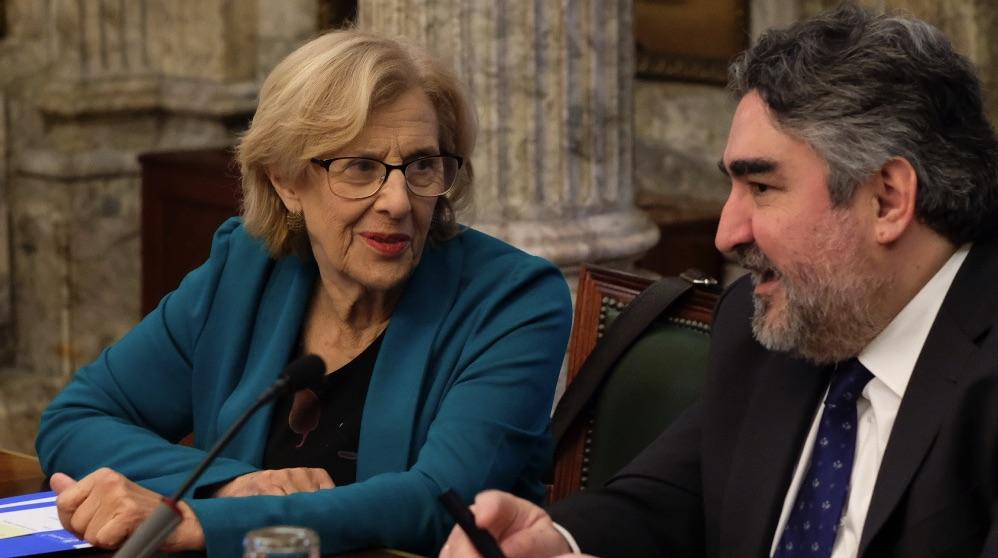 Manuela Carmena con José Manuel Rodríguez Uribes. (Foto. Madrid)