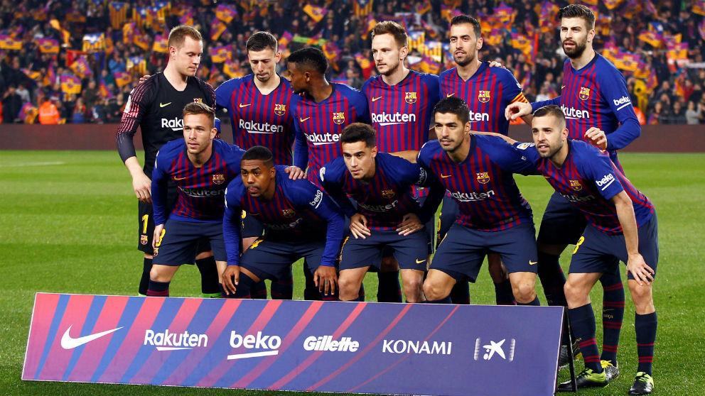 Los jugadores del Barcelona posan en el Clásico. (EFE)