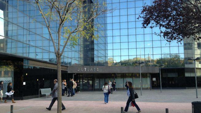 A prisión a uno de los detenidos por la agresión sexual en Sabadell y los otros 6 quedan en libertad provisional