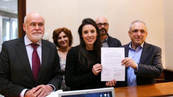 Podemos presiona al PSOE para reducir los controles sobre el voto exterior, donde ganó en 2016