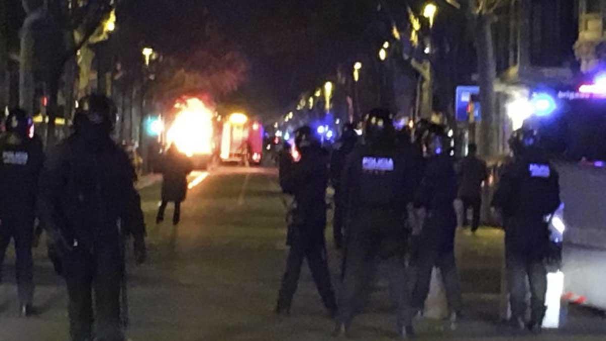 Los CDR y la CUP intentan boicotear un acto de Vox en Barcelona.