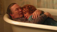 El actor Albert Finney junto a Jessica Lange en la película Big Fish de Tim Burton.