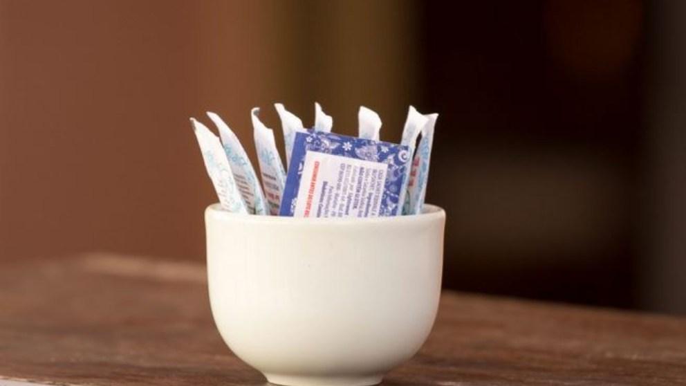 A diferencia del azúcar que aumenta la caries, el xilitol no la produce, y además, puede hasta prevenirla.
