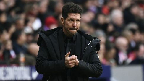 Simeone durante el Atlético-Real Madrid. (AFP)
