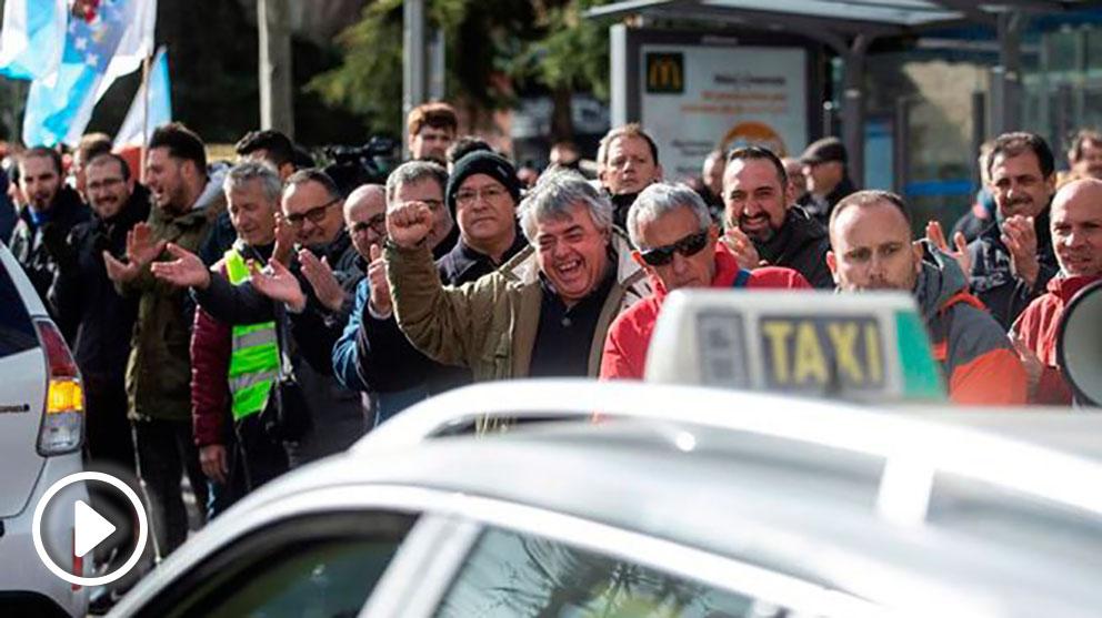 Alrededor de 10.000 VTC permanecen a la espera de que las diferentes comunidades autónomas regulen su situación frente a los taxistas.