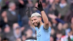 Agüero celebra uno de los goles al Chelsea. (Getty)