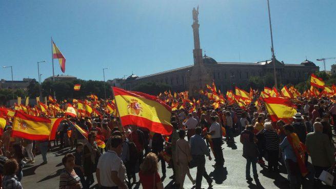 """El """"Viva España"""" de Manolo Escobar calienta el ambiente de la manifestación de Madrid"""