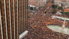 Vista desde el edificio Colón de la manifestación contra el Gobierno de Sánchez.