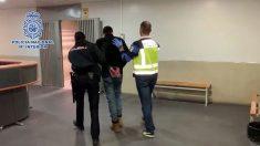 La Policía escolta al supuesto autor del descuartizamiento de su ex pareja en Alcalá de Henares.