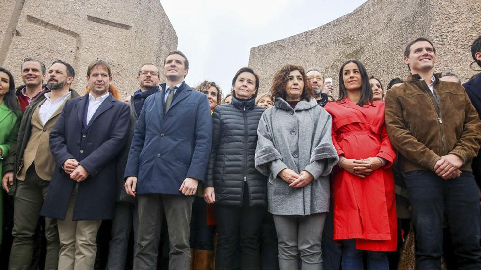 Abascal, Casado y Rivera, en la manifestación de Colón (Foto: EP)