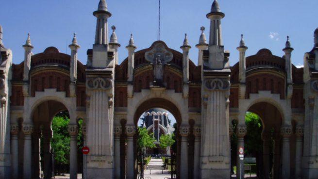 El PP se abstiene en la condena por las pintadas a las tumbas de la Pasionaria y Pablo Iglesias
