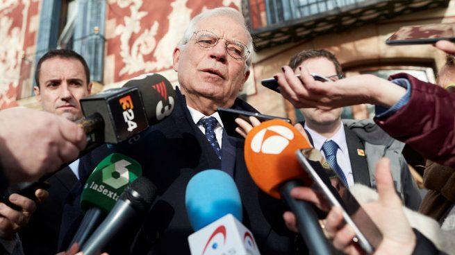 """Borrell arremete contra Casado por acusar a Sánchez de """"alta traición"""""""