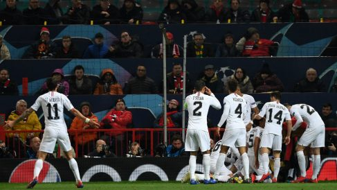 El PSG tiene un pie en cuartos tras vencer en Manchester. (AFP)