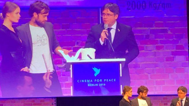 El Gobierno tuvo 24 horas para evitar que el prófugo Puigdemont diera un premio en Berlín