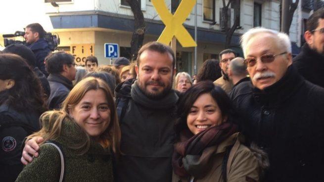 Un diputado de Podemos y una edil de Carmena acuden al Supremo para apoyar a los presos catalanes