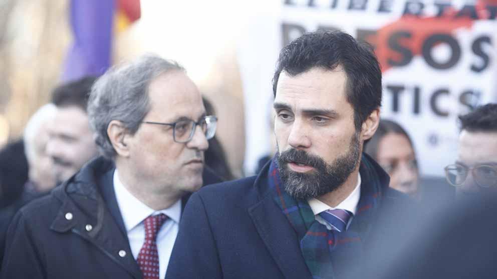 El presidente de la Generalitat, Quim Torra, y el presidente del Parlament, Roger Torrent, acuden al Tribunal Supremo con una pancarta antes del inicio del juicio del procés contra los políticos independentistas catalanes