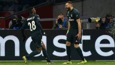 Vinicius y Benzema celebran un gol en el Ajax – Real Madrid de la Champions League.