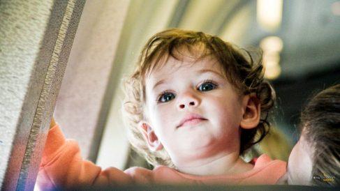 Descubre por qué los bebés lloran en los aviones