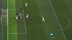 Gol anulado a Tagliafico por fuera de juego en el Ajax – Real Madrid.