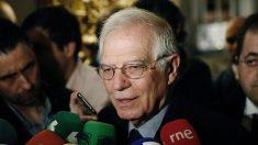 .- El ministro de Asuntos Exteriores, Josep Borrell, hace declaraciones a los medios de comunicación, a su llegada al desayuno informativo del Foro de la Nueva Economía. Foto: EFE
