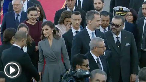 El Rey Felipe VI y la Reina Letizia en una recepción oficial en el palacio de Zarzuela. Foto: AFP