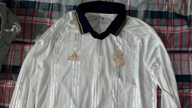 Camiseta retro del Real Madrid. (todosobrecamisetas.com) 42b2ee54aba01
