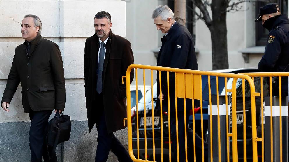 Santi Vila y sus abogados