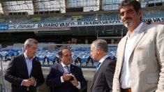 El lehendakari Íñigo Urkullu charla con el presidente de la Real Sociedad, Jokin Aperribay. Foto: EFE