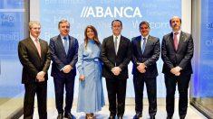 El presidente de Abanca, Juan Carlos Escotet Rodríguez, y el consejero delegado, Francisco Botas, han presentado el plan estratégico