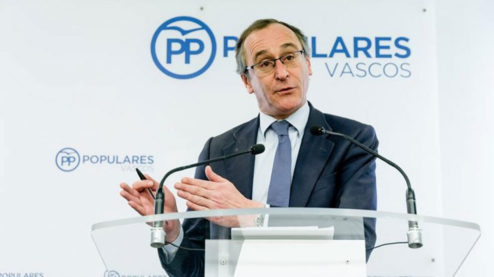 El presidente del PP vasco, Alfonso Alonso, ha analizado este miércoles en Vitoria la actualidad política y el juicio de doce líderes soberanistas que comenzó el martes en el Tribunal Supremo (TS). Foto: EFE
