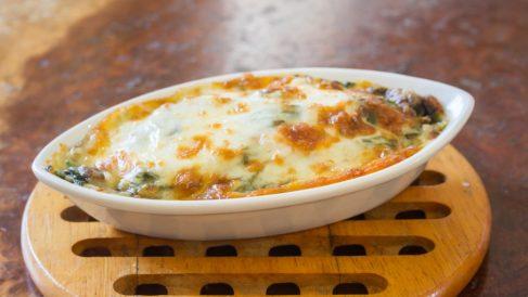 Receta de pasta gratinada con espinacas y champiñones