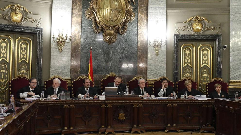 El presidente del tribunal que juzga el proceso independentista en Cataluña, el magistrado Manuel Marchena, junto al resto del tribunal. Foto: Europa Press