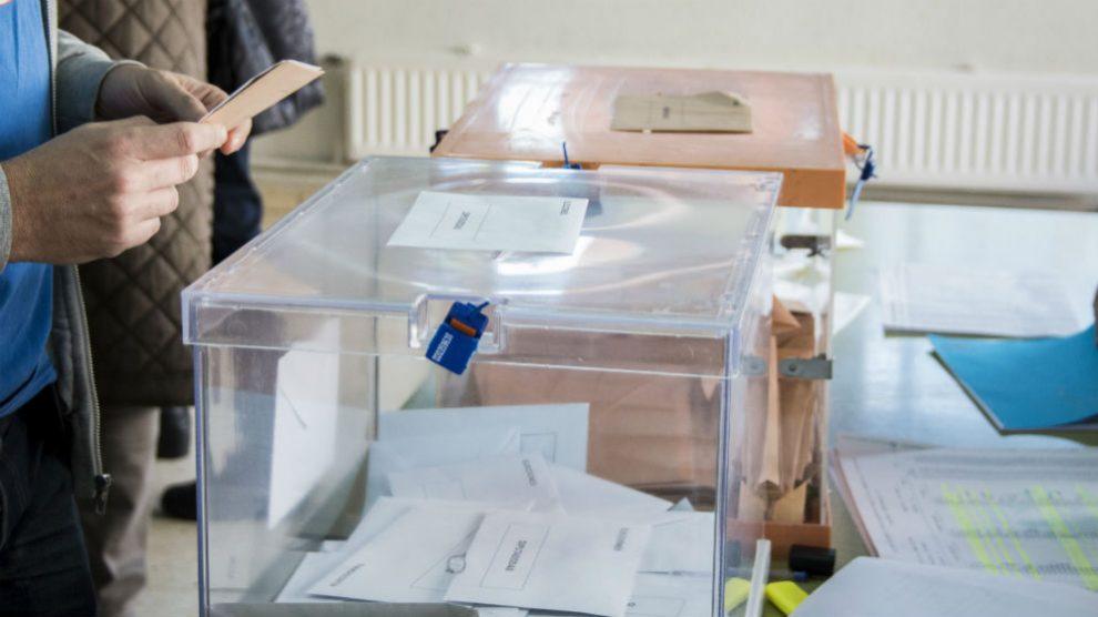Urnas de un colegio electoral.