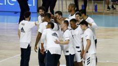 La plantilla del Real Madrid antes de un partido. (ACB)