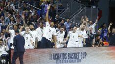 Los jugadores del Real Madid celebran una canasta. (ACB)