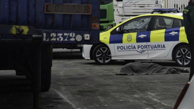 Muere un menor marroquí atropellado  por un camión en los muelles del Puerto de Ceuta