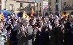 Separatistas insultan y acosan a Arrimadas en su visita al pueblo natal de Puigdemont