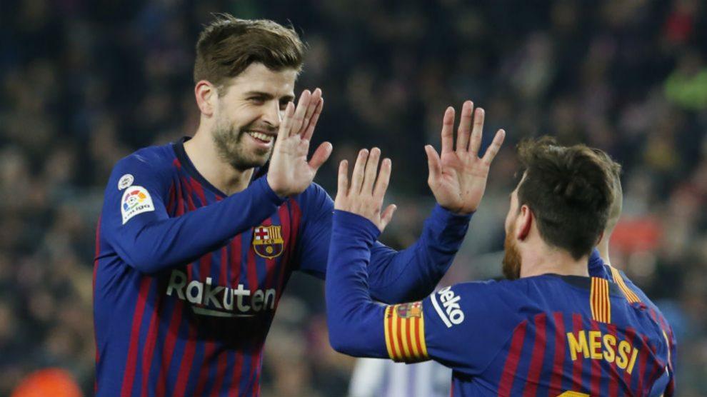 Piqué celebra con Messi un gol (AFP)