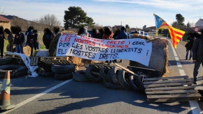 Los CDR cortan la N-230 en un pueblo de Huesca en protesta por el juicio del 1-O