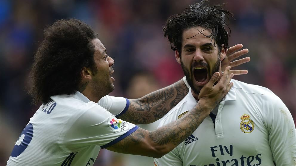 Marcelo e Isco celebran un gol del Real Madrid. (AFP)